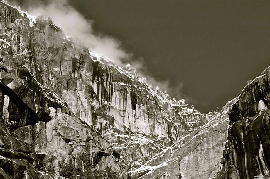 The north Yosemite rim in classic black-and-white Photo: Lee DeCovnick