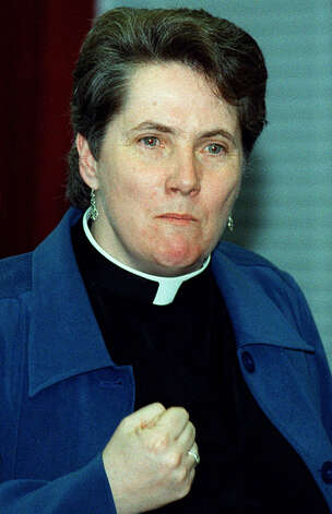 The Rev. Dr. Gail Keeney-Mulligan of St. John's Episcopal Church addresses New Milford Town Council on March 24, 2003 Photo: Deborah Rose, Deborah Rose/Spectrum / The News-Times