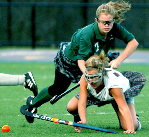 The Green Wave's talented Sarah DaRos of New Milford High School field hockey duels a player from arch-rival Pomperaug during the 2004 South-West Conference championship match at Danbury High School. Photo: Carol Kaliff, Carol Kaliff/Spectrum / The News-Times