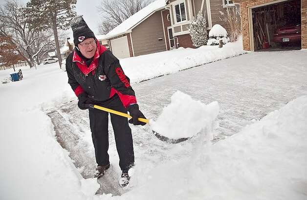 Steve Berg attacks the snow in his driveway in Wichita, Kan., Thursday morning, Feb. 21, 2013, to stay ahead of the next round that is forecast to fall during the afternoon. Kansas was the epicenter of the winter storm, with parts of Wichita buried under 13 inches of still-falling snow, but winter storm warnings stretched eastern Colorado through Illinois. (AP Photo/The Wichita Eagle, Mike Hutmacher) Photo: Mike Hutmacher, Associated Press