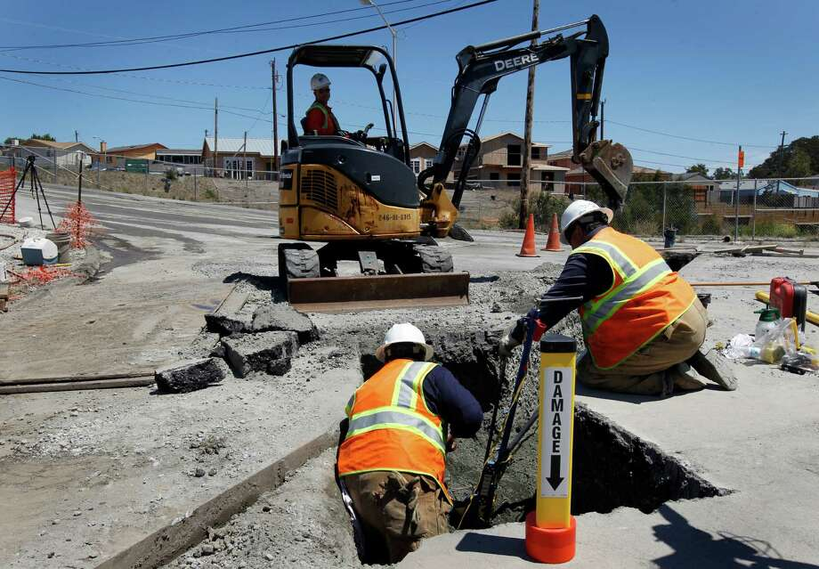 A PG&E crew replaces a 2-inch gas line in San Bruno after it was punctured by an independent contractor in 2012 digging at the exact location of the gas line explosion nearly two years ago. Photo: Paul Chinn / The Chronicle / ONLINE_YES