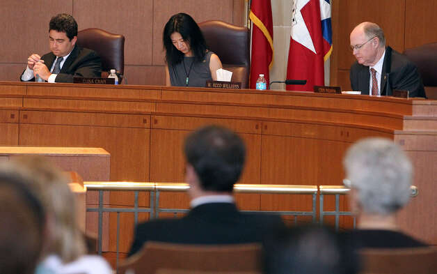 Members of San Antonio's City Council work for more than 40 hours a week, but they aren't paid adequately. A charter amendment setting a reasonable salary is worth pursuing. Photo: Kin Man Hui / San Antonio Express-News