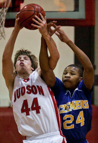 Judson's Chris Wacker steals the ball from Taylor Smith Tuesday, December 2, 2008. BAHRAM MARK SOBHANI/msobhani@express-news.net Photo: BAHRAM MARK SOBHANI, EN / SAN ANTONIO EXPRESS NEWS
