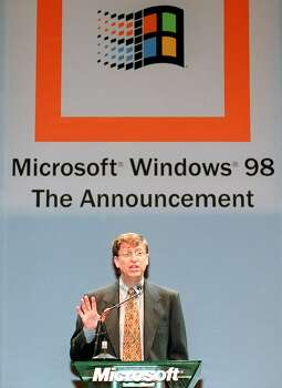 Gates announces the launch date for the Japanese version of Windows 98 in Tokyo. Photo: TORU YAMANAKA, Getty / 2009 AFP