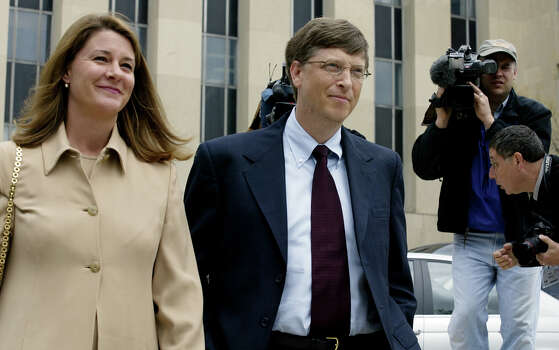 Gates arrives in 2002 with his wife Melinda (L) at the US District Courthouse in Washington, DC for a rare court appearance in the hearing before US District Judge Colleen Kollar-Kotelly, who is considering a penalty for the firm's violation of US antitrust laws. Photo: STEPHEN JAFFE, Getty / AFP