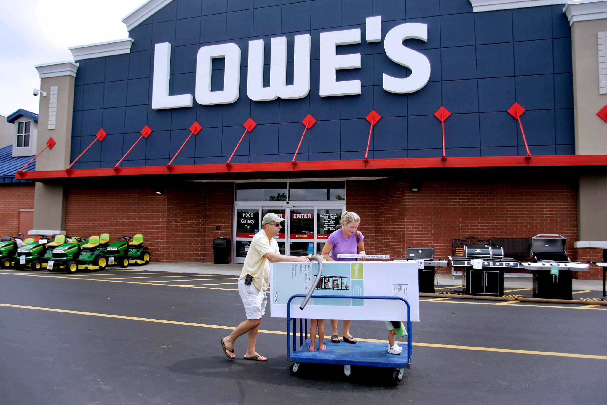 lowe 39 s to take on home depot in norwalk sfgate