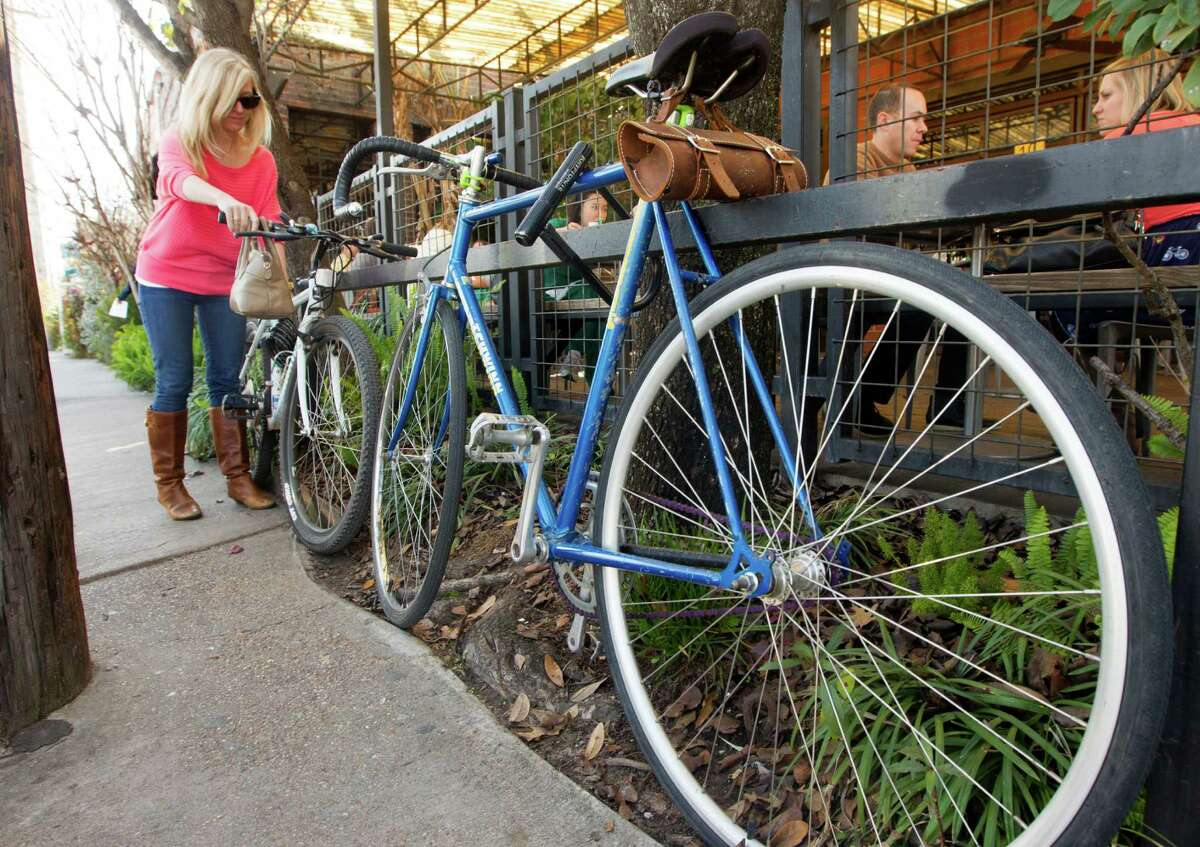 The proposal would give businesses incentives to provide parking for bicycles and in some cases require it. The measure would affect mainly bars and restaurants and is expected to go before City Council soon.