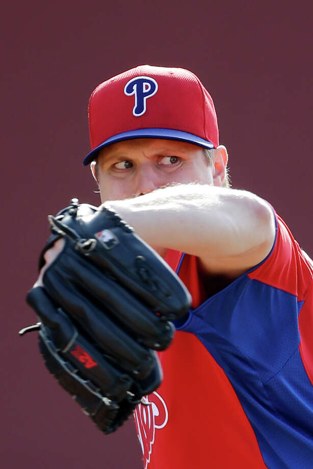 Philadelphia Phillies' Jonathan Papelbon pitches in the bullpen during a workout at baseball spring training, Thursday, Feb. 21, 2013, in Clearwater, in Fla. (AP Photo/Matt Slocum) Photo: Matt Slocum