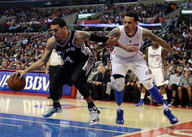Danny Green #4 of the Spurs controls a rebound away from Matt Barnes #22 of the Clippers at Staples Center on February 21, 2013 in Los Angeles, California. Photo: Harry How, Getty Images / 2013 Getty Images