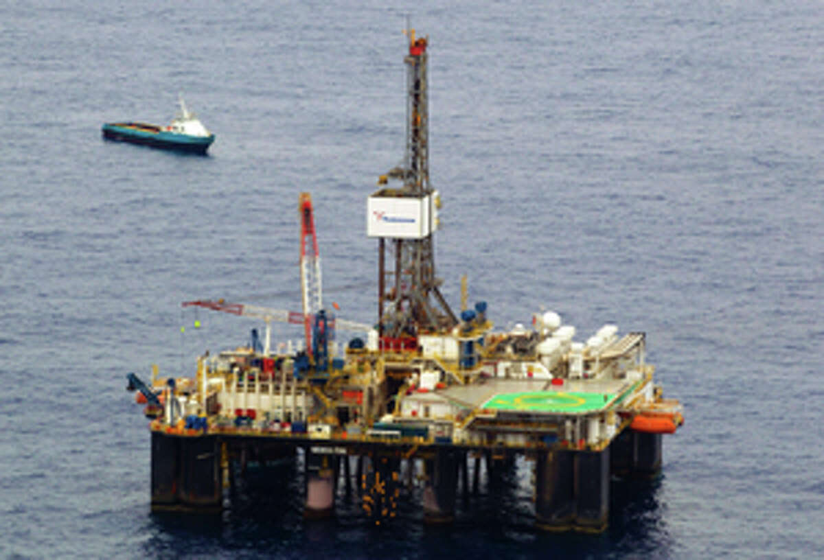 Photograph taken on November 18 , 2011 of Chevron's SEDCO-706 oil drilling platform on the Frade oilfield, Campos basin, in the Atlantic Ocean, 370 km (230 miles) off Rio de Janeiro. US oil giant Chevron announced March 15, 2012 it was seeking temporary suspension of production operations off southeastern Brazil after a new spill was discovered. AFP PHOTO Márcia Foletto / Agência O Globo/ INTERNET OUT BRAZIL OUT