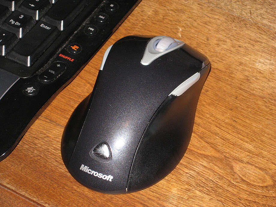 Keeping your mouse in the same spot: If your mouse stays in the same spot all day, you can be prone to repetitive strain injury (RSI). Upper limb RSI occurs when your tendons are straining more than they should for long periods of time, which can be because of movement repetition, a sustained awkward position, or prolonged pressing against hard surfaces. (Photo: Nate.r, Flickr)