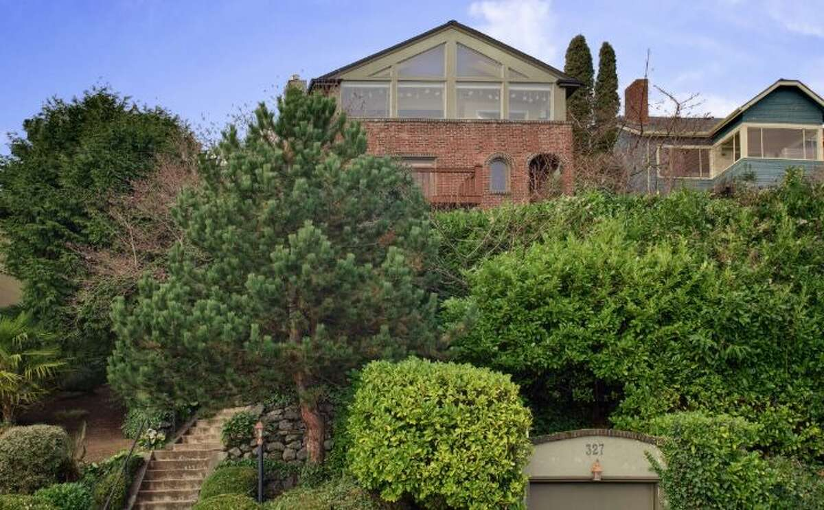 Don't want to spend $1 million on a nice home? OK, here's one for $995,000 in Leschi, at 327 Lake Washington Boulevard. The 2,560-square-foot brick house, built in 1928, has four bedrooms and 2.25 bathrooms -- including a master suite with vaulted ceilings and a wall of windows -- a family room, a rec room, exposed wood moldings and doors, a deck, a patio and an outdoor hot tub on a 5,362-square-foot lot.