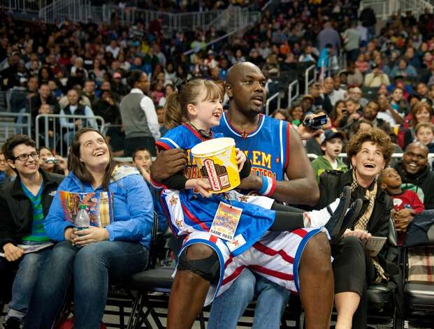 Big Easy Lofton and a young fan enjoy the action from courtside during a recent Harlem Globetrotters game. The team will be making a stop in Bridgeport, Conn., Friday, Feb. 22, 2013, at the Webster Bank Arena for a 7 p.m. game. For more information, or to purchase tickets, call 800-745-3000 or visit http://www.ticketmaster.com. Contributed photo/Adam Pantozzi