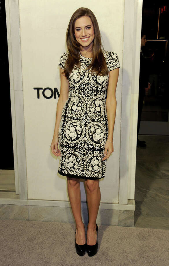 Actress Allison Williams in an eye-catching patterned dress. Photo: Gregg DeGuire, WireImage / 2013 Gregg DeGuire
