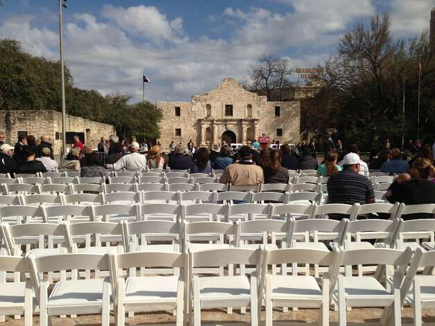 People claim seats early in anticipation of the Travis letter's arrival.
