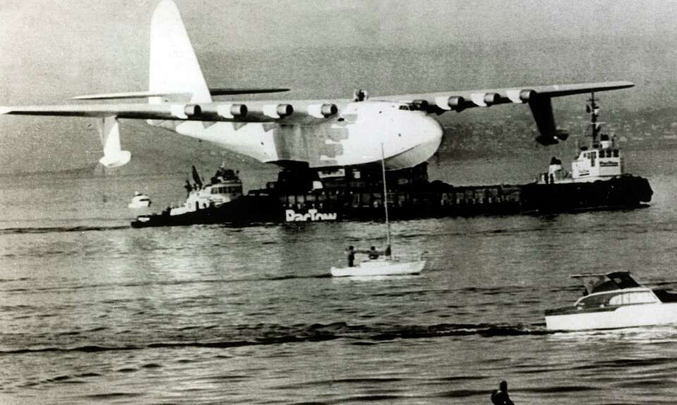 The H-4 was the largest flying boat ever built, weighing 400,000 pounds,