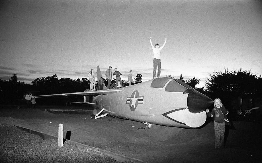 Children play on the newly installed F-8 Crusader fighter plane at Larsen Park on 19th Avenue in San Francisco in 1975. Photo: Vincent Maggiora, The Chronicle