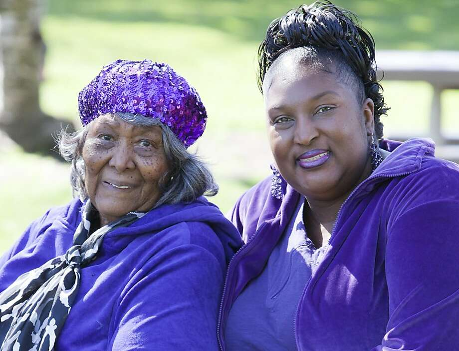 Willie Mae Washington and daughter Ida Washington of San Leandro are among more than 15,000 Bay Area mothers, daughters and granddaughters enrolled in the Child Health and Development Studies. Photo: Robert Durell
