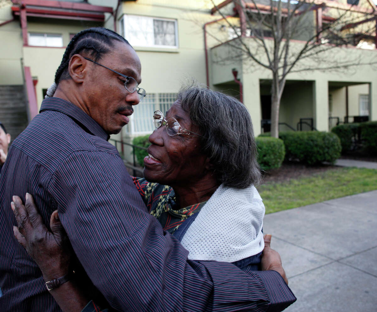 Ronald Ross greets his mother, Thelma, upon his release from prison in 2013. Ross' lawsuit accuses police of poorly training the officer who allegedly pressured a 2006 shooting victim into falsely IDing Ross.