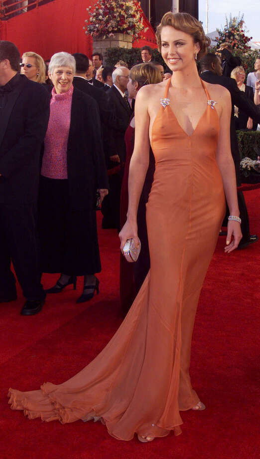 Charlize Theron always chooses an Old Hollywood look, as she did here in Vera Wang in 2000.  Photo: SFC / CHRONICLE