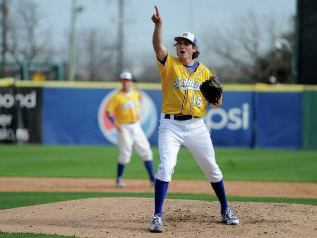 St. Mary's Carl O'Neal pitched a one-hitter to beat Oklahoma Panhandle State 1-0. O'Neal won his 21st straight game to tie the Division II mark, according to NCAA records.  O'Neal alerts his catcher about a pop fly foul ball. Photo: Billy Calzada, Express-News / San Antonio Express-News