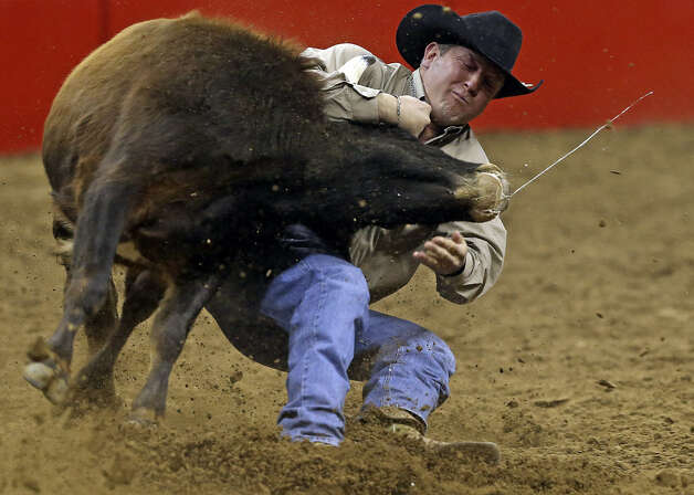 Tom Lewis brings down a steer in a semifinal-best 4.5 seconds to win $1,965 and qualify for tonight's finals in the second position.