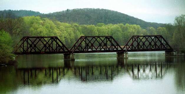 The railroad bridge over the Housatonic River in New Milford, circa 2001 Photo: Norm Cummings