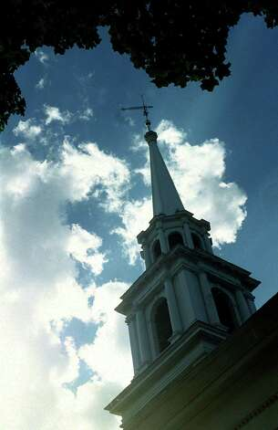 The First Congregational Church in New Milford circa 2000 Photo: Norm Cummings, Norm Cummings/Spectrum / The News-Times