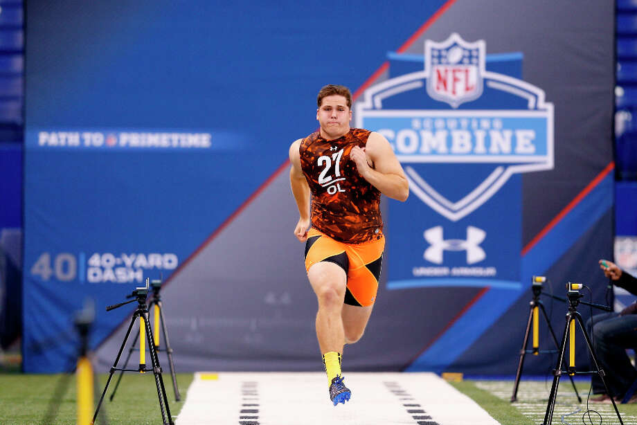 Luke Joeckel of Texas A&M runs the 40-yard dash. Photo: Joe Robbins / 2013 Getty Images