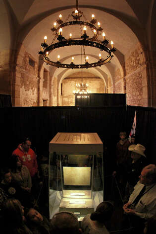 Visitors catch a glimpse of the  historic letter written by William Barret Travis,  on display at the Alamo through Thursday. Photo: Kin Man Hui, San Antonio Express-News / © 2012 San Antonio Express-News