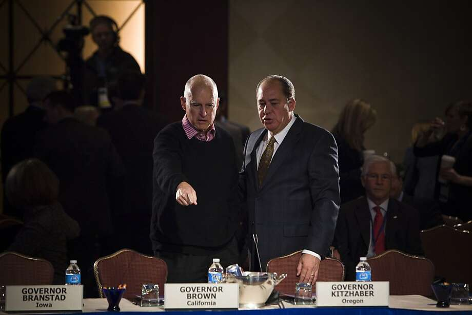 Govs. Jerry Brown (left) of California and Earl Ray Tomblin of West Virginia are among the state chief executives meeting this weekend in Washington. Photo: Christopher Gregory, New York Times