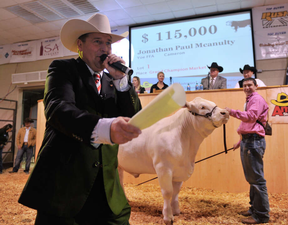 Auctioneer C. Jason Spencer (left) encourages bidders during the San Antonio Stock Show and Rodeo auction of the grand champion market steer, M&M, belonging to Jonathan Mcanulty. The steer eventually sold for $120,000. Photo: Robin Jerstad, Robin Jerstad / For The Express-News