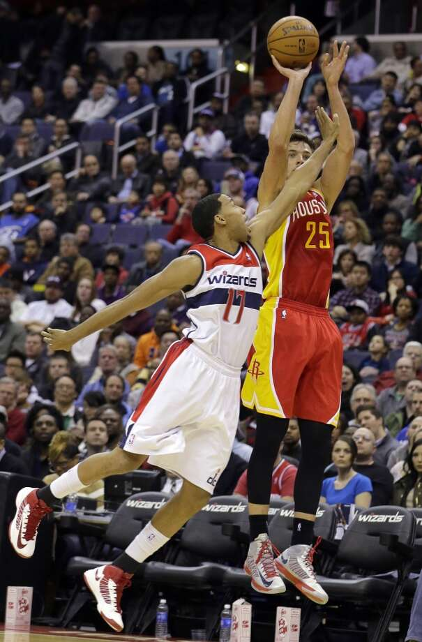 Rockets forward Chandler Parsons shoots in front of Wizards guard Garrett Temple.