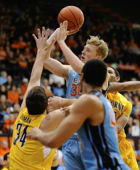 Oregon State's Olaf Shaftenaar (30) shoots against California's Robert Thurman (34) during the secon