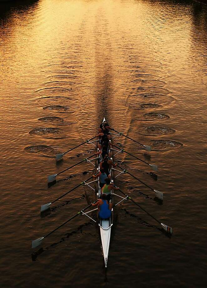 MELBOURNE, AUSTRALIA - FEBRUARY 23:  Crews row on the Yarra River during Henley On The Yarra on February 23, 2013 in Melbourne, Australia.  (Photo by Ryan Pierse/Getty Images) *** BESTPIX *** Photo: Ryan Pierse, Getty Images
