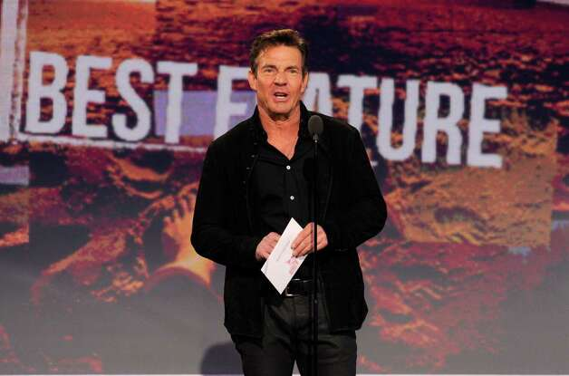 Dennis Quaid presents the award for best feature. Photo: Chris Pizzello/Invision/AP