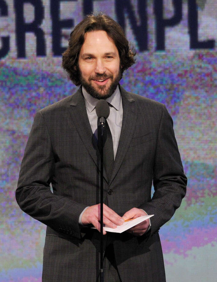 Actor Paul Rudd presents the award for best screenplay. Photo: Chris Pizzello/Invision/AP