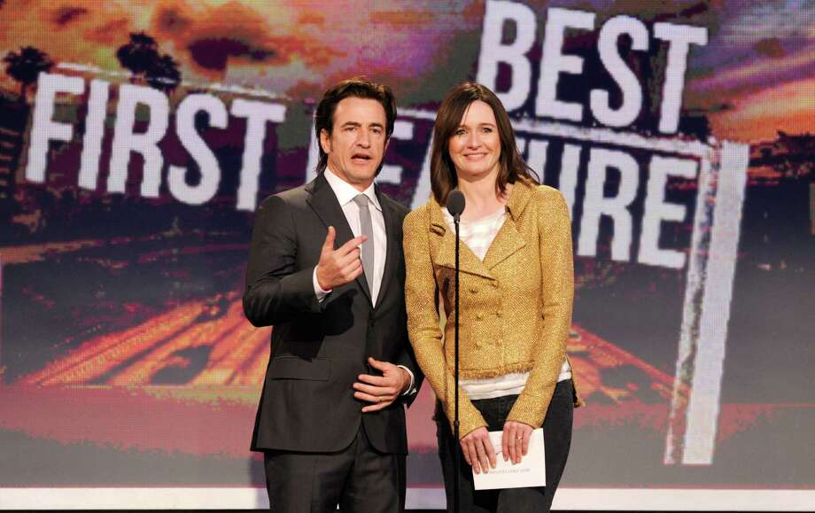 Actors Dermot Mulroney, left, and Emily Mortimer speak onstage. Photo: Chris Pizzello/Invision/AP
