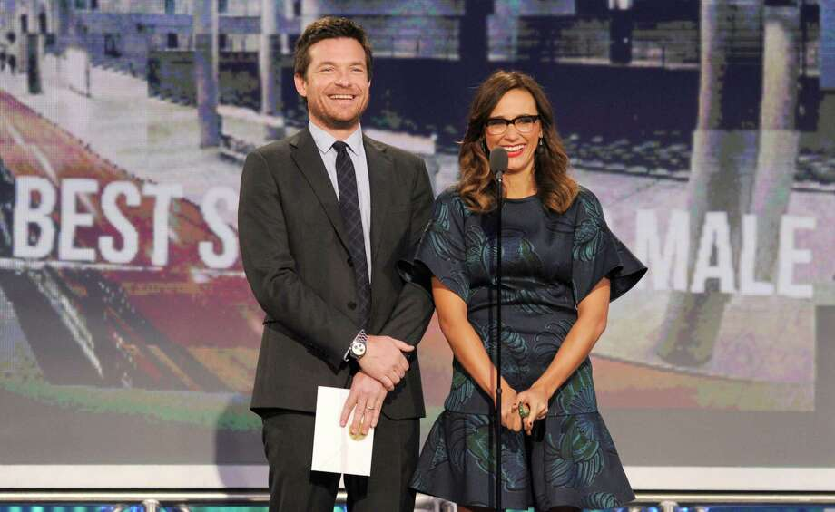 Actors Jason Bateman, left, and Rashida Jones present the award for best supporting male. Photo: Chris Pizzello/Invision/AP