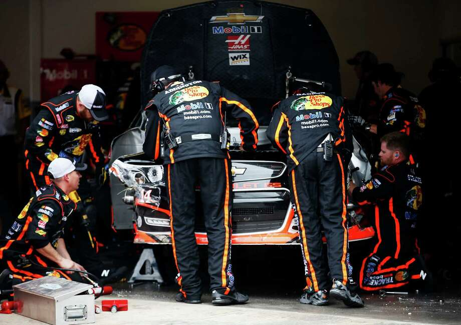 Crew members work on the #14 Bass Pro Shops/Mobil 1 Chevrolet, driven by Tony Stewart, following an incident during the Daytona 500. Photo: Chris Graythen, Getty Images / 2013 Getty Images