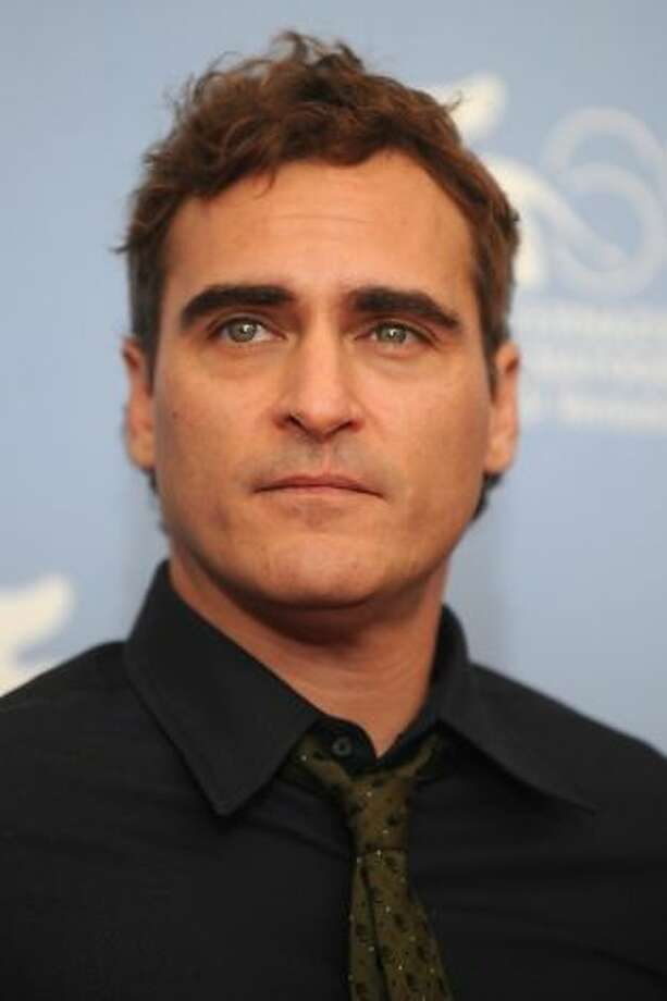 Joaquin Phoenix's terrific performance in The Master, which was expected to be overshadowed byDaniel Day-Lewis's remarkable work in Lincoln, was the upset winner of best actor Sunday night.