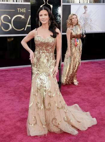 Best: Catherine Zeta-Jones can actually pull off the Oscar statuette look. Photo: Jason Merritt, Getty Images / 2013 Getty Images