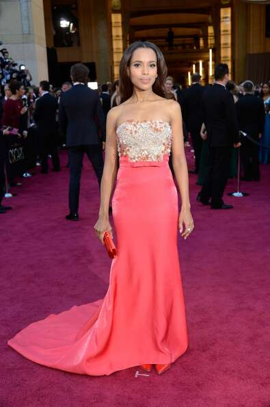 HOLLYWOOD, CA - FEBRUARY 24:  Actress Kerry Washington arrives at the Oscars at Hollywood & Highland