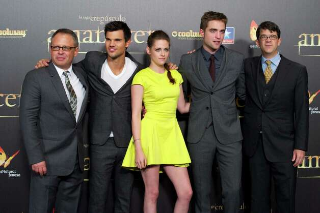 "MADRID, SPAIN - NOVEMBER 15:  (L-R) Director Bill Condon, actors Taylor Lautner, Kristen Stewart, Robert Pattinson and producer Wyck Godfrey attend the ""The Twilight Saga: Breaking Dawn - Part 2"" (La Saga Crepusculo: Amanecer Parte 2) premiere at the Kinepolis cinema on November 15, 2012 in Madrid, Spain. Photo: Carlos Alvarez, Getty / 2012 Getty Images"