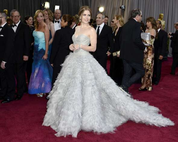 Amy Adams is a sweetheart neckline gown by Oscar de la Renta.