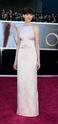 Best Supporting Actress nominee Anne Hathaway arrives on the red carpet for the 85th Annual Academy Awards on February 24, 2013 in Hollywood, California. AFP PHOTO/FREDERIC J. BROWN        (Photo credit should read FREDERIC J. BROWN/AFP/Getty Images)