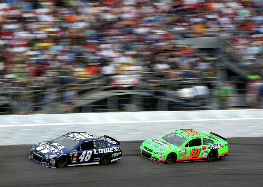 Danica Patrick (10) challenges eventual winner Jimmie Johnson late in the race before fading on the final lap to finish eighth. Photo: Joe Burbank, MBR / Orlando Sentinel