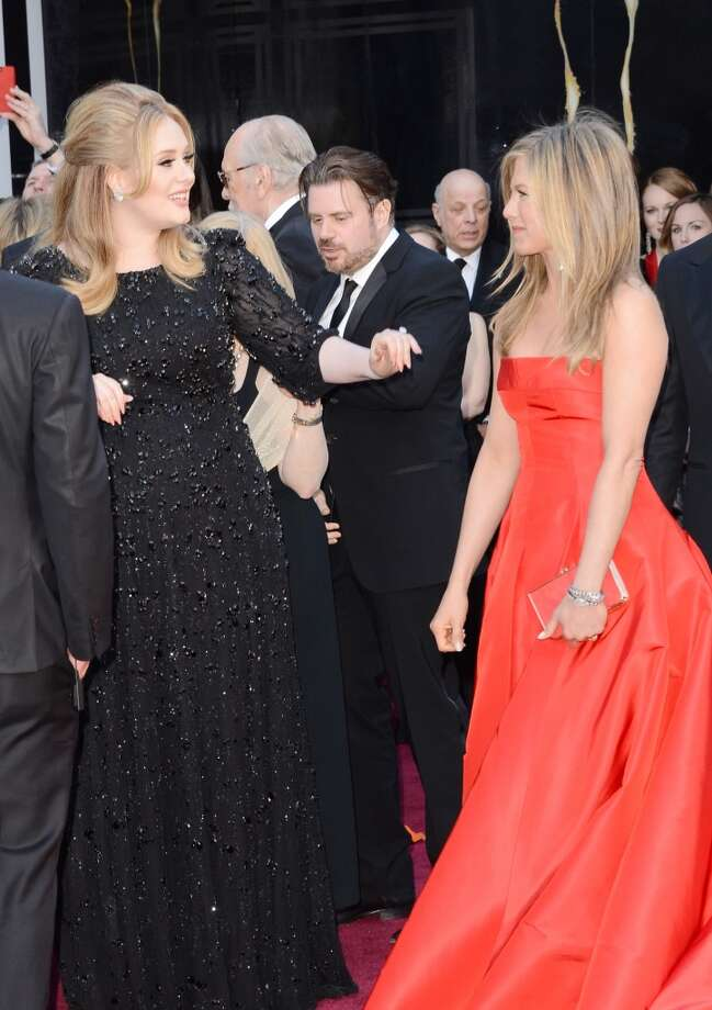 HOLLYWOOD, CA - FEBRUARY 24:  Singer Adele (L) and actress Jennifer Aniston arrive at the Oscars at Hollywood & Highland Center on February 24, 2013 in Hollywood, California.  (Photo by Jason Merritt/Getty Images)