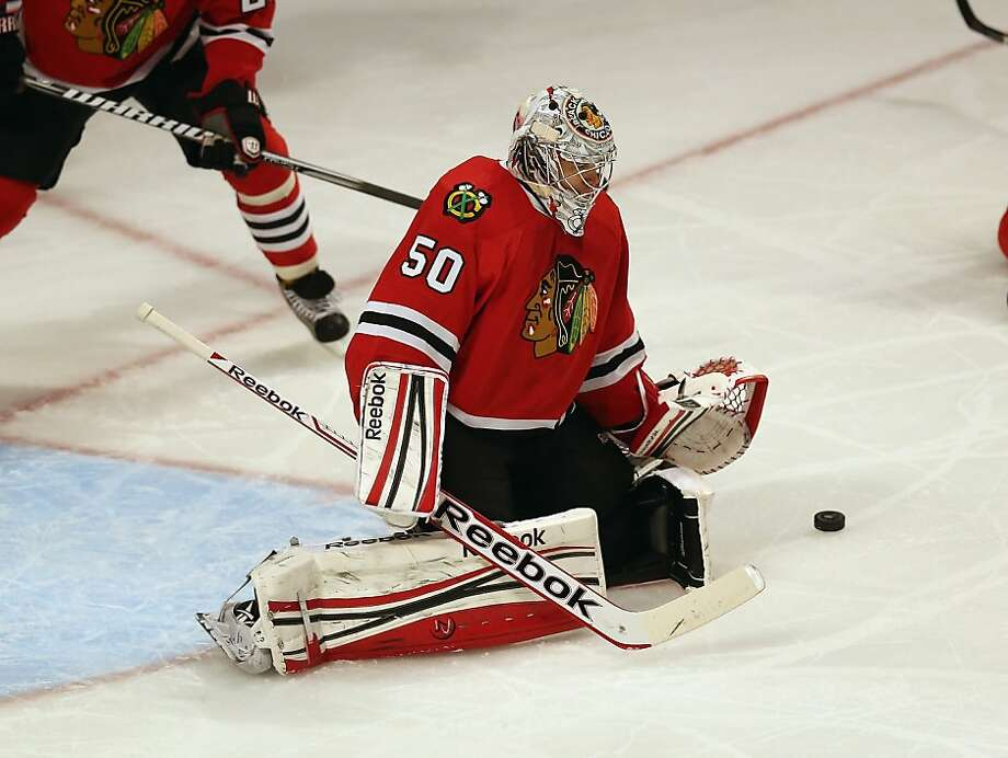 Corey Crawford stops all 28 pucks sent his way as the Blackhawks' streak endures. Photo: Jonathan Daniel, Getty Images