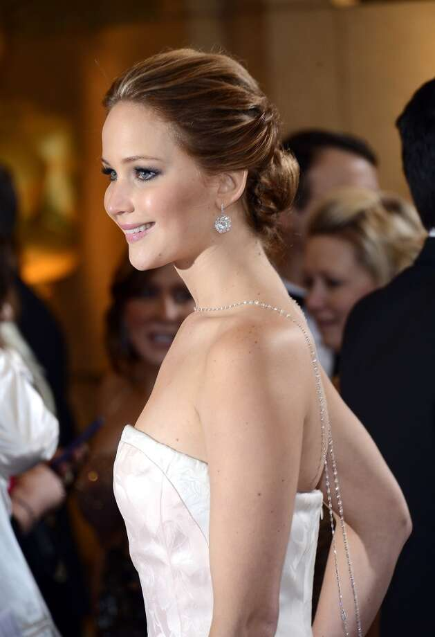Actress Jennifer Lawrence arrives at the Oscars at Hollywood & Highland Center on February 24, 2013 in Hollywood, California.